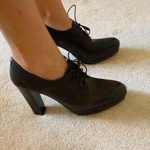 Brand new Stuart Weitzman oxford heels